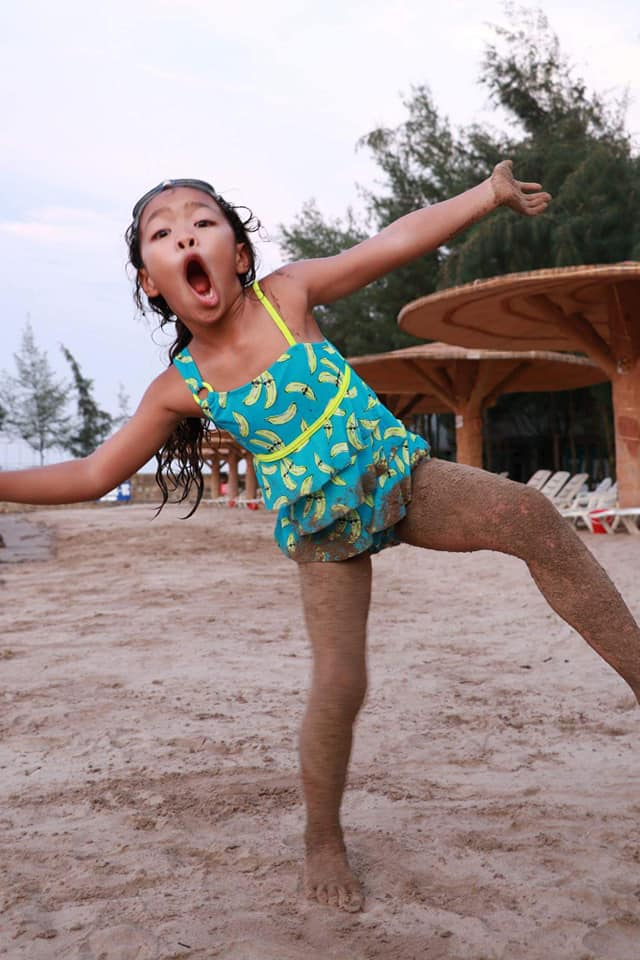 Khoe ảnh tình tứ bên chồng con, Việt Hương bất ngờ để lộ điểm đặc biệt của con gái 8 tuổi - Ảnh 5