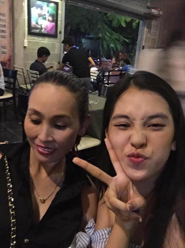Gia cảnh ít người biết của Hoa hậu Trần Tiểu Vy: Bố bị tai biến, mẹ gồng gánh cả gia đình - Ảnh 3