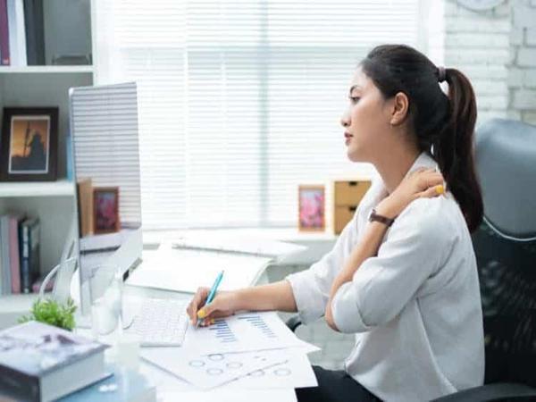 Loạt bài tập yoga cực đơn giản tại nhà giúp giảm đau nhức xương khớp hiệu quả - Ảnh 1