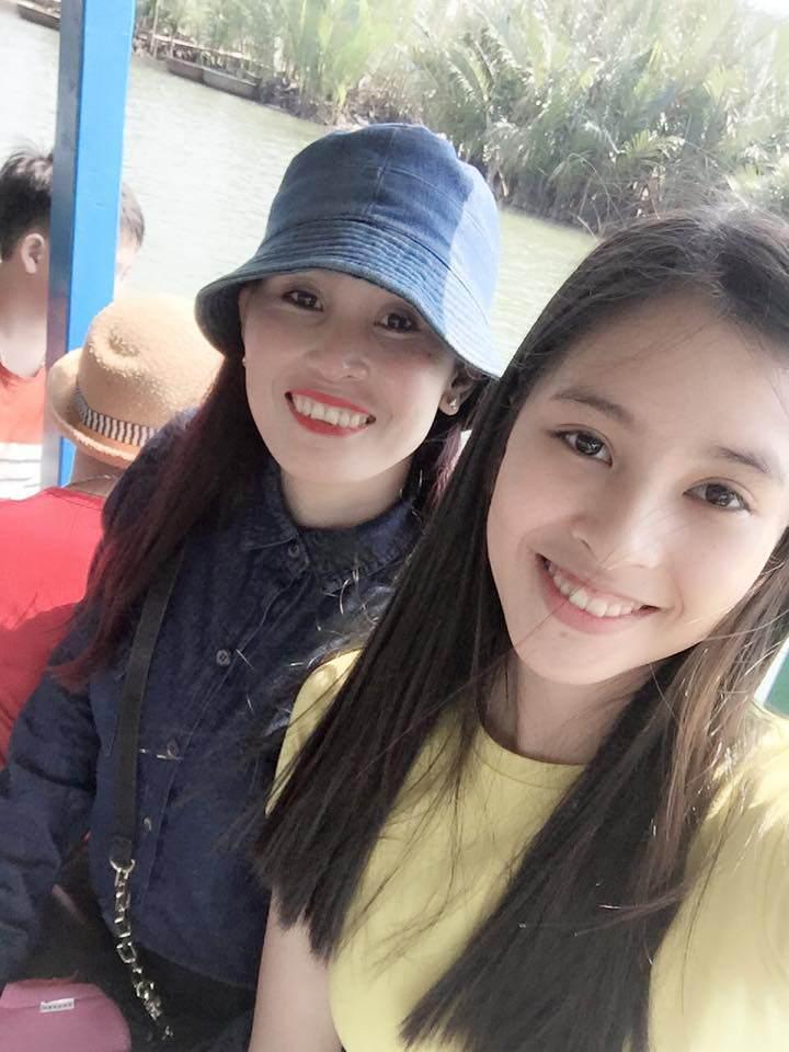 Sốt với sự sành điệu, trẻ trung của bố mẹ Hoa hậu Trần Tiểu Vy, chất chơi không thua con gái - Ảnh 5