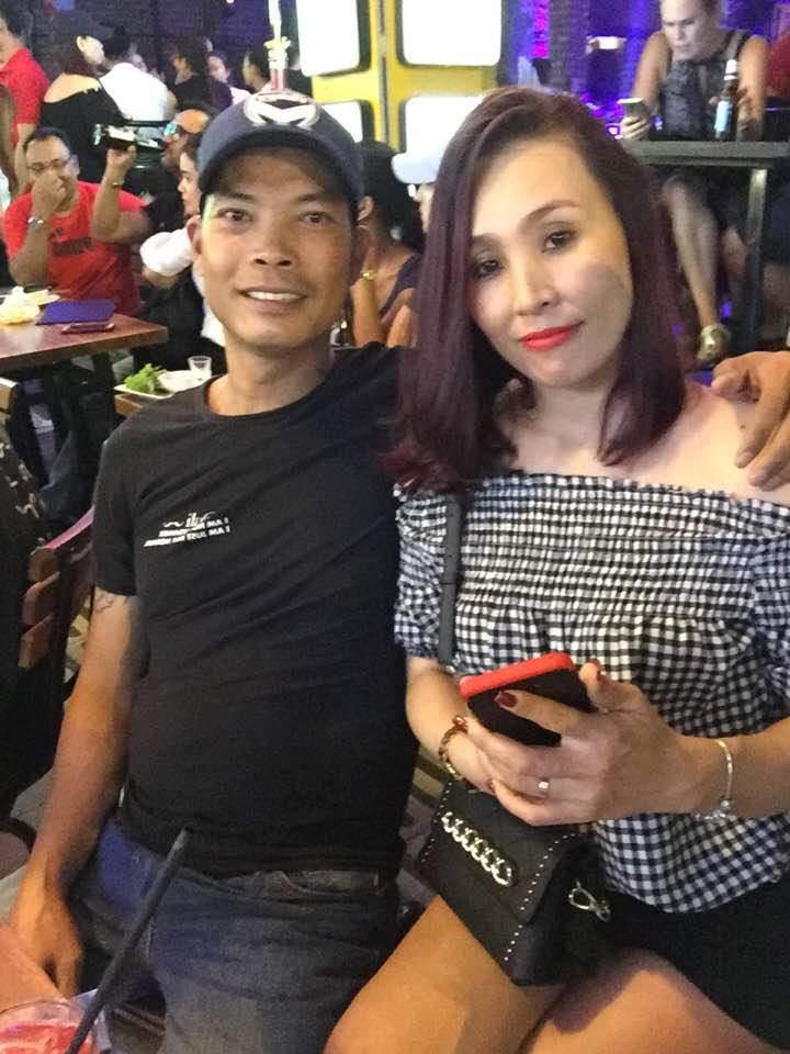 Sốt với sự sành điệu, trẻ trung của bố mẹ Hoa hậu Trần Tiểu Vy, chất chơi không thua con gái - Ảnh 7
