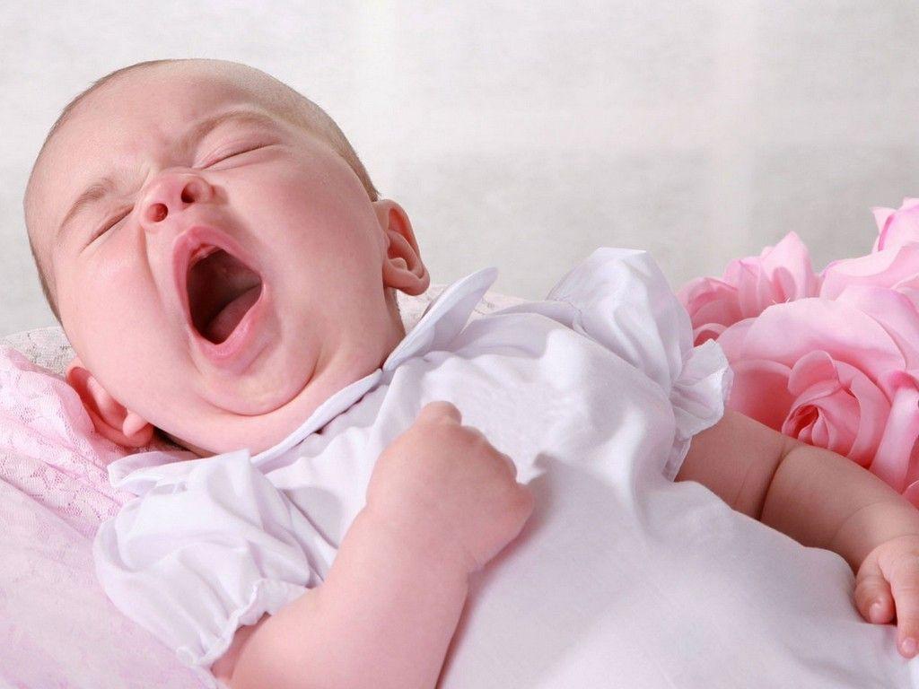 Cứ kêu con quấy đêm, ai ngờ bé ngủ không ngon giấc là do sai lầm của mẹ - Ảnh 1