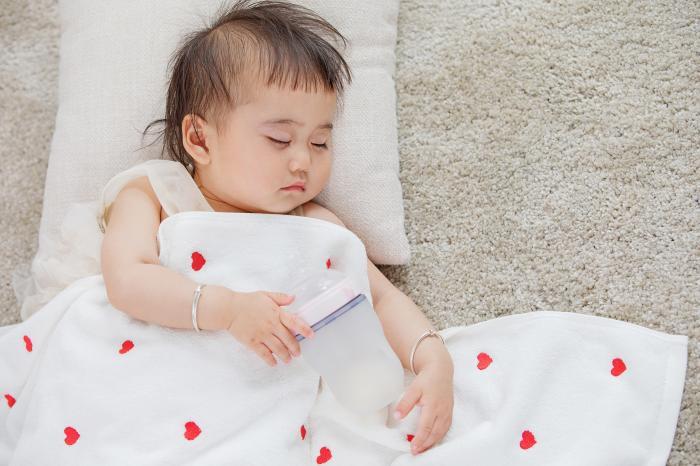 Cứ kêu con quấy đêm, ai ngờ bé ngủ không ngon giấc là do sai lầm của mẹ - Ảnh 2