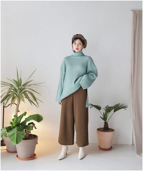 Áo len dáng rộng: Món đồ mặc đẹp vạn năng của nàng công sở - Ảnh 1