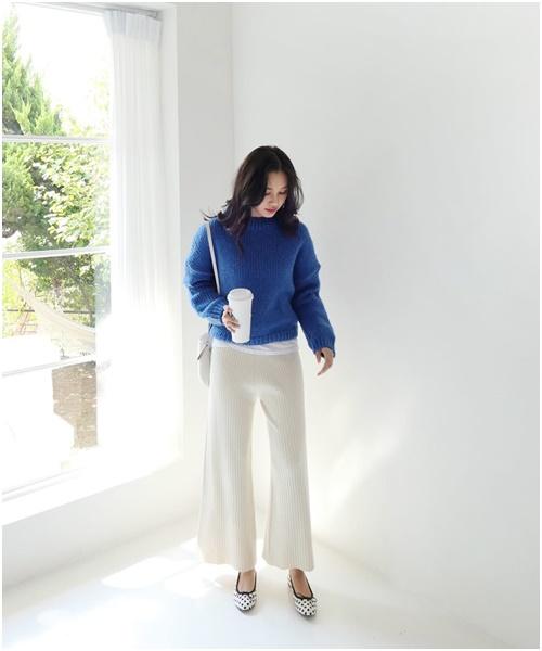Áo len dáng rộng: Món đồ mặc đẹp vạn năng của nàng công sở - Ảnh 3