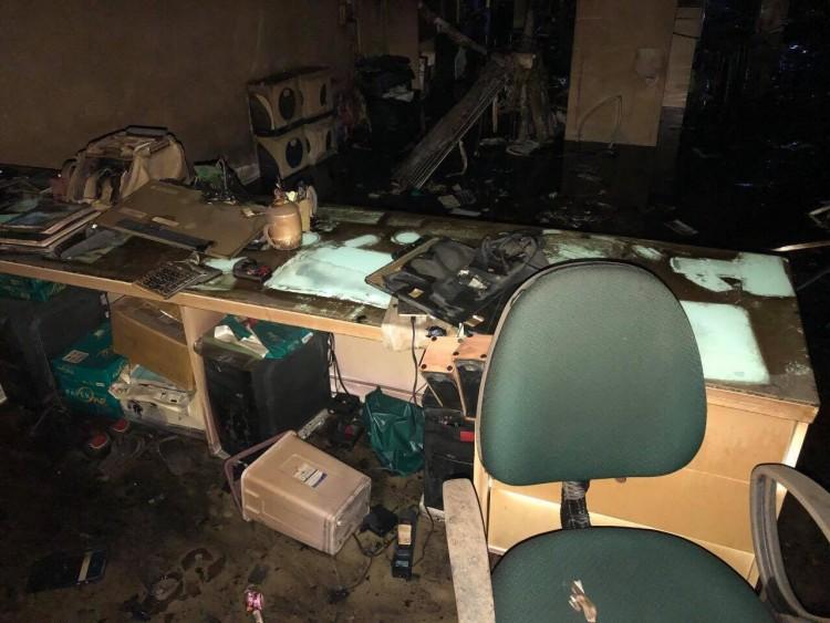 Cháy nhà 3 tầng kinh doanh điện thoại Hoàng Hà mobile, thiệt hại nhiều tỷ đồng - Ảnh 1