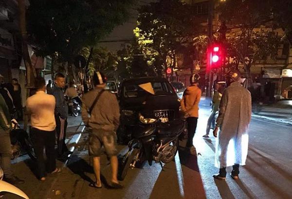 Ô tô diễn viên Anh Tuấn va chạm với xế hộp của cựu thủ môn Dương Hồng Sơn, biến dạng phần đầu - Ảnh 3