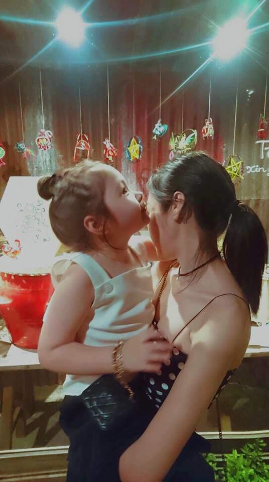5 năm qua luôn né tránh hôn con, Elly Trần lần đầu nói nguyên do - Ảnh 1