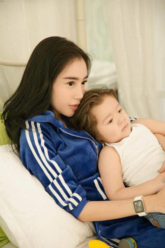 5 năm qua luôn né tránh hôn con, Elly Trần lần đầu nói nguyên do - Ảnh 2