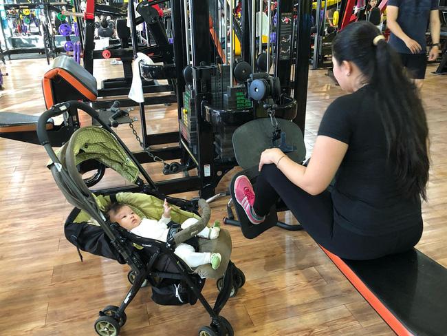 Lên bàn đẻ nặng gần 90kg, mẹ trẻ khoe ảnh thời con gái và sau sinh khiến các mẹ 'tiếc đứt ruột' - Ảnh 10