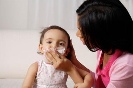 Mùa lạnh, đề phòng bệnh cúm cho trẻ em - Ảnh 1