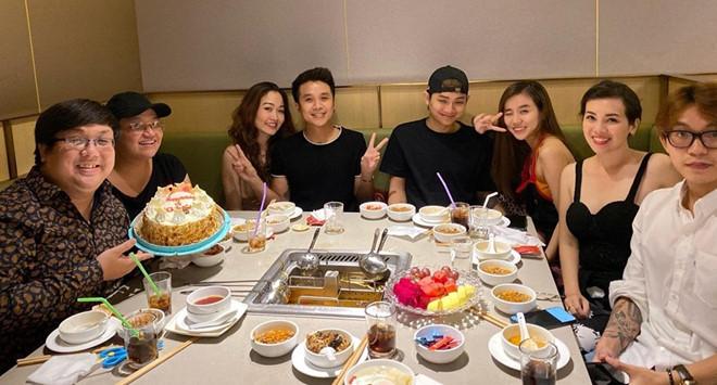 Vợ chồng Hoài Lâm dự tiệc sinh nhật của anh trai Gia Bảo - Ảnh 1