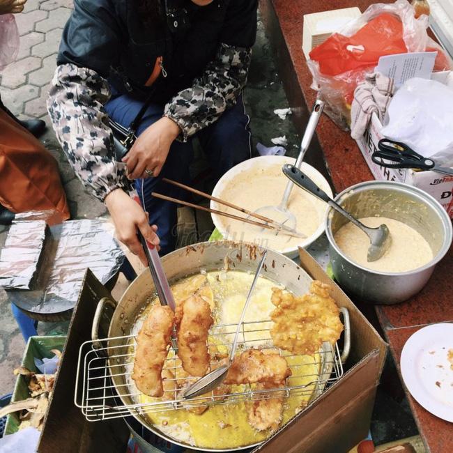 Lạnh rồi, rủ nhau đến những hàng bánh chuối ngon ở Hà Nội này ngay thôi, 1 hàng bánh 'tí hon' nhưng chất khỏi bàn - Ảnh 10