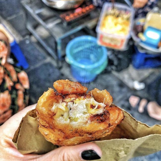 Lạnh rồi, rủ nhau đến những hàng bánh chuối ngon ở Hà Nội này ngay thôi, 1 hàng bánh 'tí hon' nhưng chất khỏi bàn - Ảnh 14