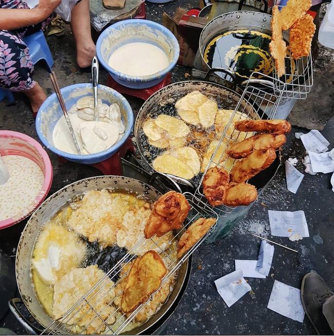 Lạnh rồi, rủ nhau đến những hàng bánh chuối ngon ở Hà Nội này ngay thôi, 1 hàng bánh 'tí hon' nhưng chất khỏi bàn - Ảnh 7