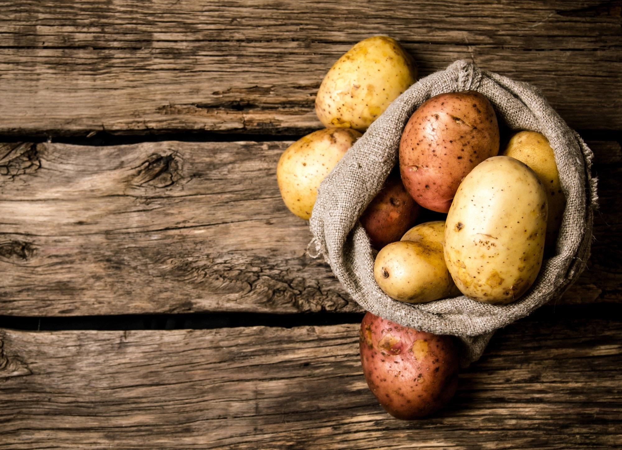 Biết được những tác dụng này của khoai tây, bạn sẽ chạy ngay ra chợ mua vài ký về luộc ăn - Ảnh 1