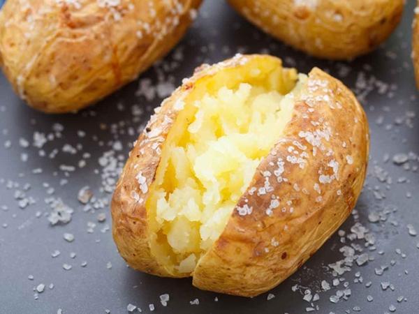 Biết được những tác dụng này của khoai tây, bạn sẽ chạy ngay ra chợ mua vài ký về luộc ăn - Ảnh 3