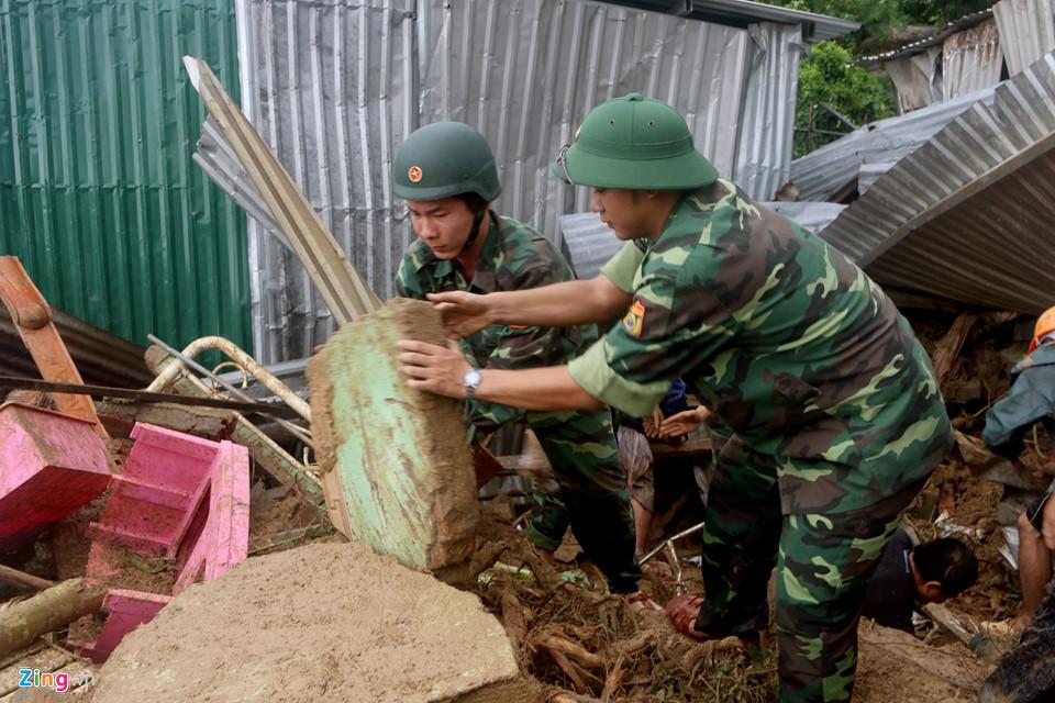 Hiện trường lũ cuốn, sạt lở làm 12 người tử vong ở Nha Trang - Ảnh 9