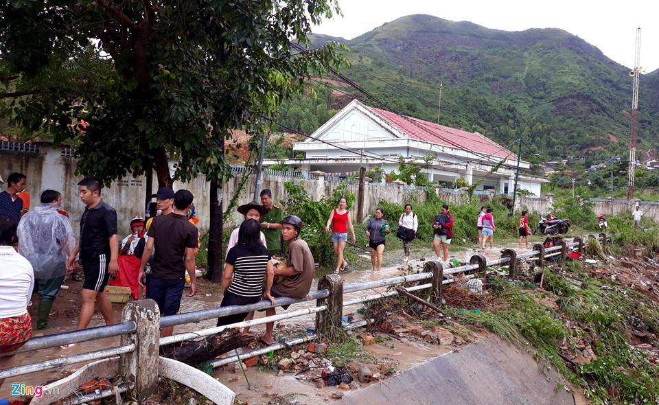 Hiện trường lũ cuốn, sạt lở làm 12 người tử vong ở Nha Trang - Ảnh 10