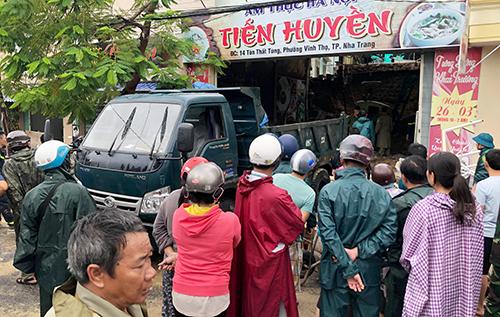 Đi du lịch Nha Trang gặp sạt lở, mẹ đau đớn nhìn con trai 7 tuổi bị tường đè tử vong - Ảnh 1