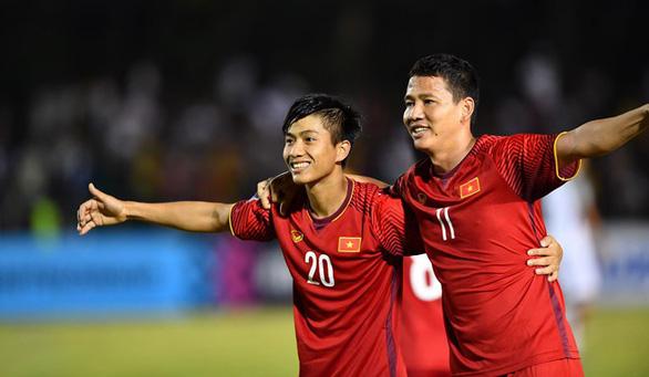 Sau AFF Cup, đây là những cầu thủ sẽ cùng Quang Hải cạnh tranh Quả bóng vàng 2018 - Ảnh 1