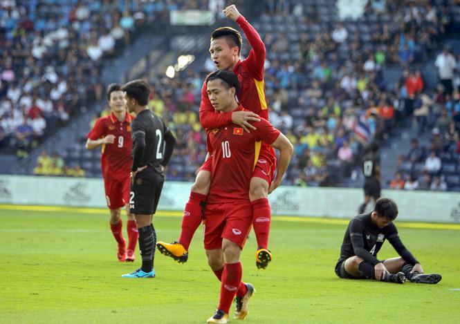 Sau AFF Cup, đây là những cầu thủ sẽ cùng Quang Hải cạnh tranh Quả bóng vàng 2018 - Ảnh 2