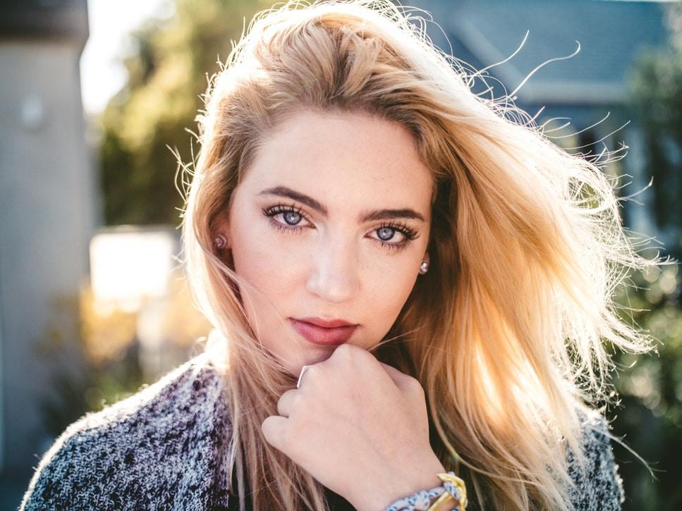Cách xóa quầng thâm mắt hiệu quả giúp gương mặt toả sáng trong mùa Tết - Ảnh 1