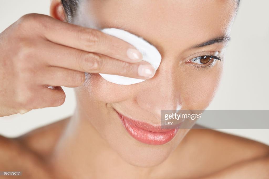 Cách xóa quầng thâm mắt hiệu quả giúp gương mặt toả sáng trong mùa Tết - Ảnh 3