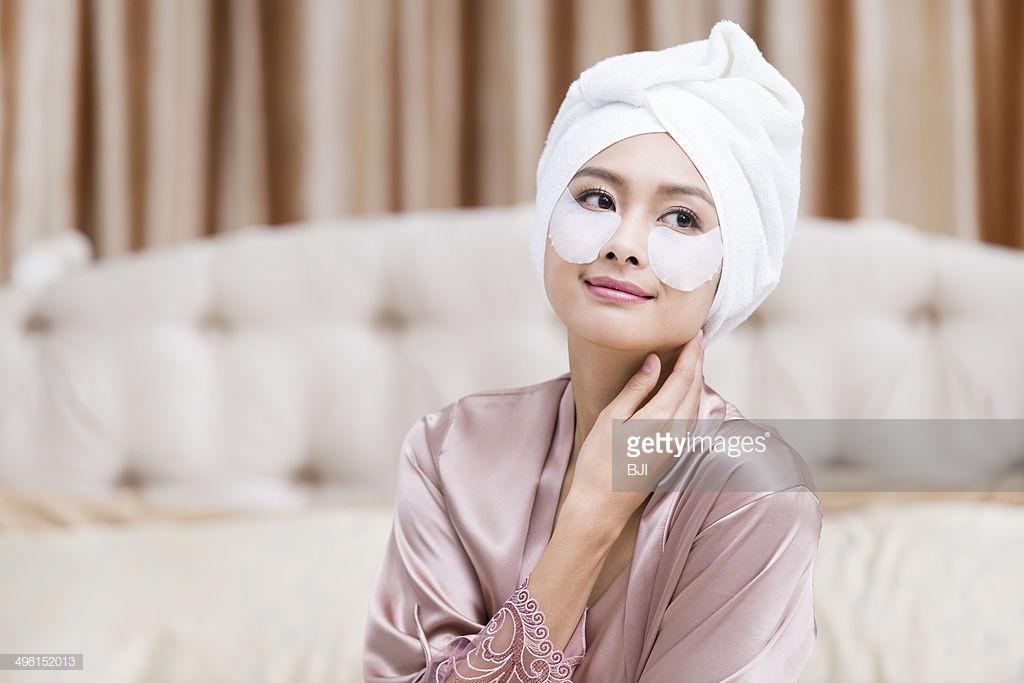 Cách xóa quầng thâm mắt hiệu quả giúp gương mặt toả sáng trong mùa Tết - Ảnh 4