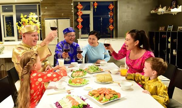 Mùng 2 tết nguyên đán thường là ngày các gia đình về lễ tết bên họ ngoại