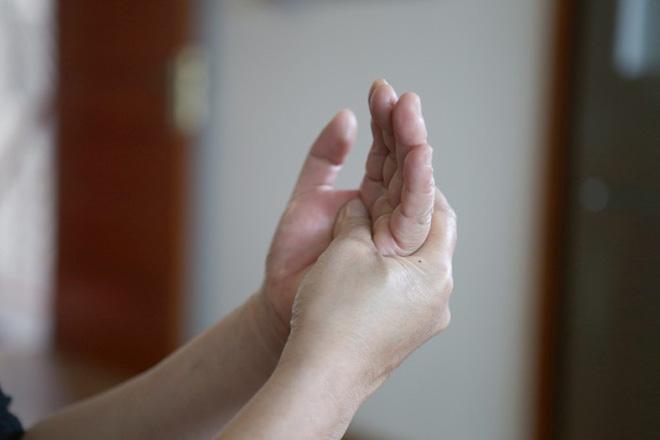 Cẩn thận với những triệu chứng cho thấy dây thần kinh của bạn đang bị tổn thương - Ảnh 1