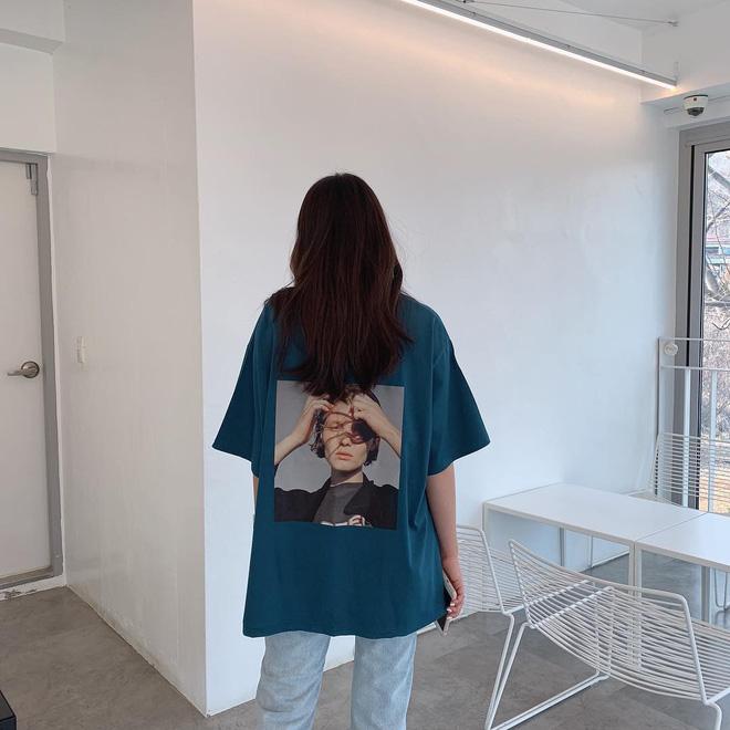Có đến 4 cách diện áo phông max đẹp và sành điệu mà nàng nào cũng nên áp dụng ngay trong thời tiết giao mùa - Ảnh 1