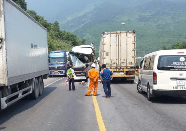 Đà Nẵng: Kinh hoàng xe khách chở đoàn du lịch Hàn Quốc bị container tông trực diện, người bị thương nằm la liệt - Ảnh 3