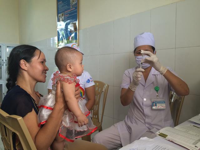 Dịch sởi diễn biến phức tạp, bố mẹ cần làm ngay những điều này để bảo vệ con khỏi mắc bệnh - Ảnh 2