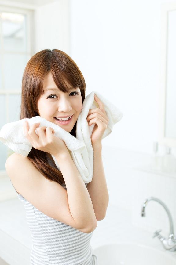 Dùng khăn lau mặt theo hướng dẫn của chuyên gia, bạn sẽ sở hữu làn da mịn màng, không tì vết vô cùng dễ dàng - Ảnh 2