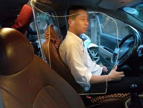 Lái xe taxi lắp khoang chắn bảo vệ sau vụ lái xe taxi Linh Anh bị giết - Ảnh 1