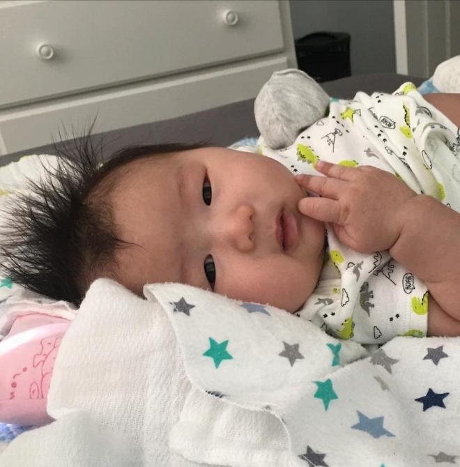 Lộ ảnh hiếm hoi về con gái mới sinh của ca sĩ Mai Thiên Vân - Ảnh 2
