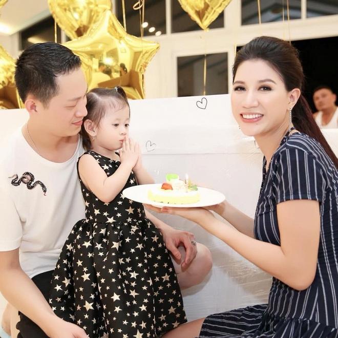 Ngày sinh nhật được chồng tặng hẳn cọc tiền USD, Trang Trần lại bật khóc vì... 'ức' - Ảnh 4