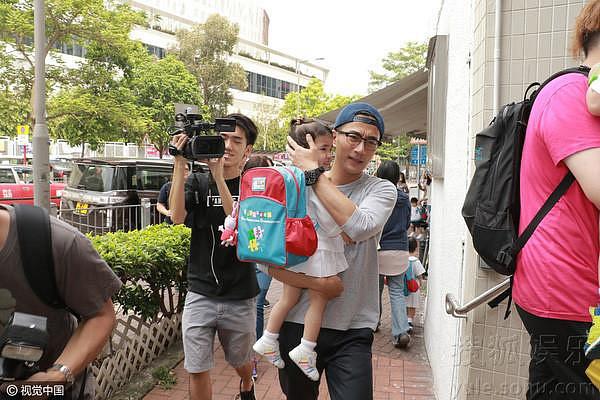 Sau cuộc ly hôn ồn ào với Dương Mịch, Lưu Khải Uy lần đầu kể về con gái trên sóng truyền hình - Ảnh 1