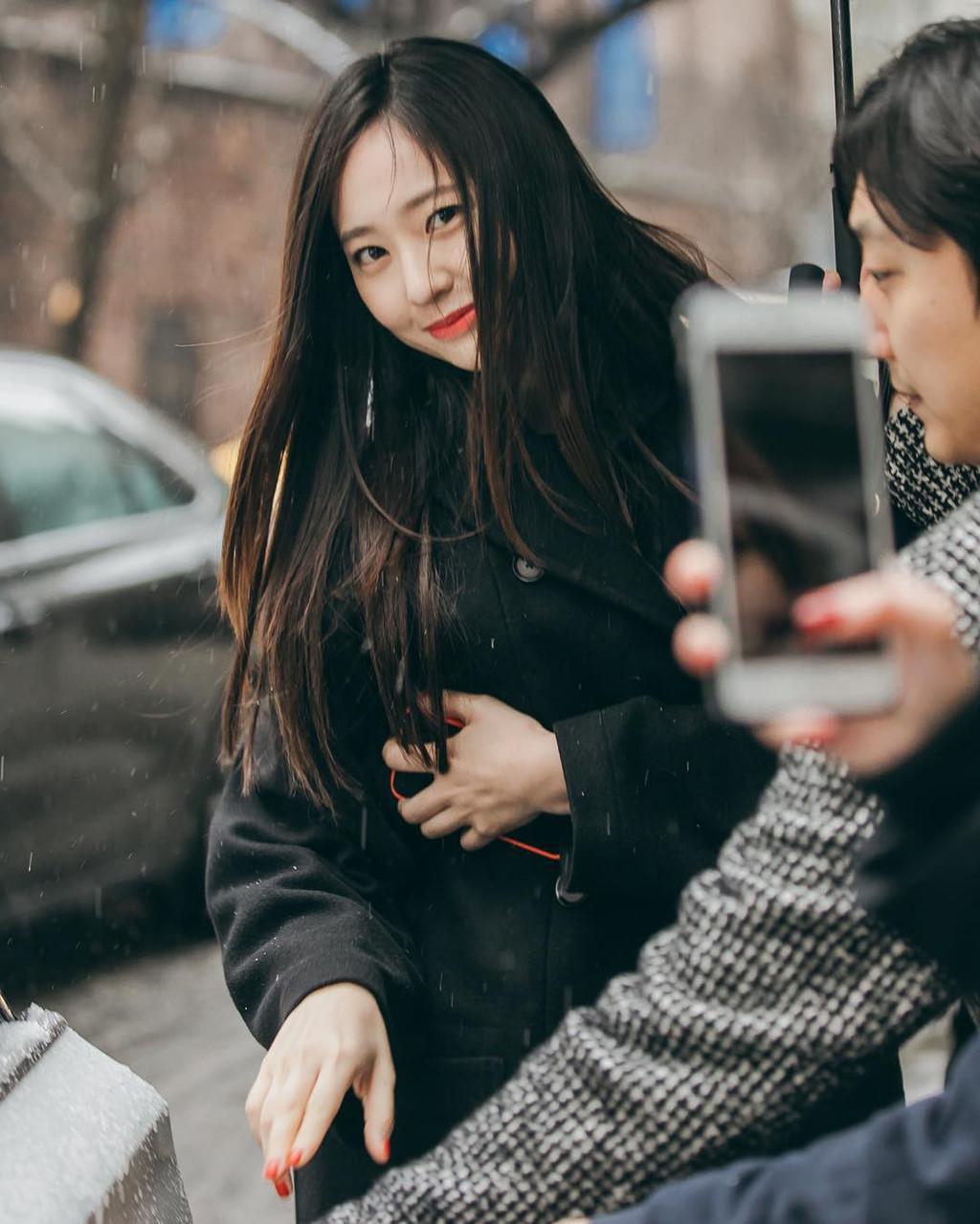 'Thần tiên tỷ tỷ' Văn Vịnh San xinh đẹp không kém Krystal - Ảnh 3