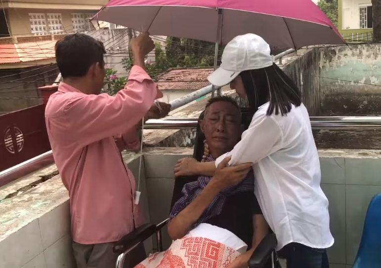 Xót xa với tâm sự đầy nước mắt của nghệ sĩ Lê Bình tại bệnh viện qua lời kể của Cát Phượng - Ảnh 2
