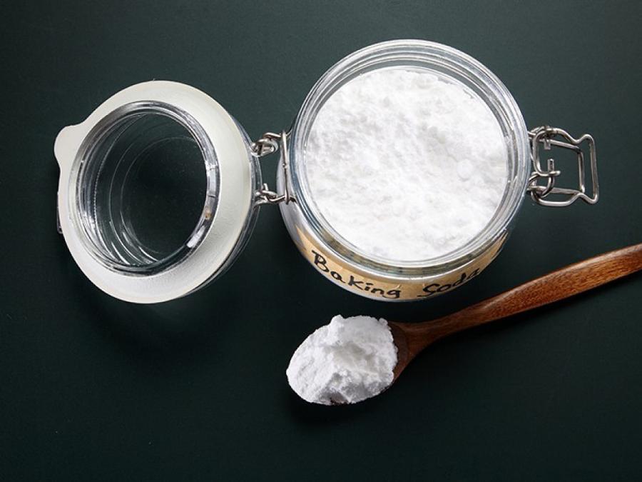 Răng trắng bóc sau khi tẩy bằng baking soda nhưng lợi bất cập hại - Ảnh 4