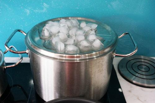 Cách làm tinh dầu bưởi nguyên chất cực đơn giản tại nhà, chị em tha hồ sử dụng để làm đẹp - Ảnh 4