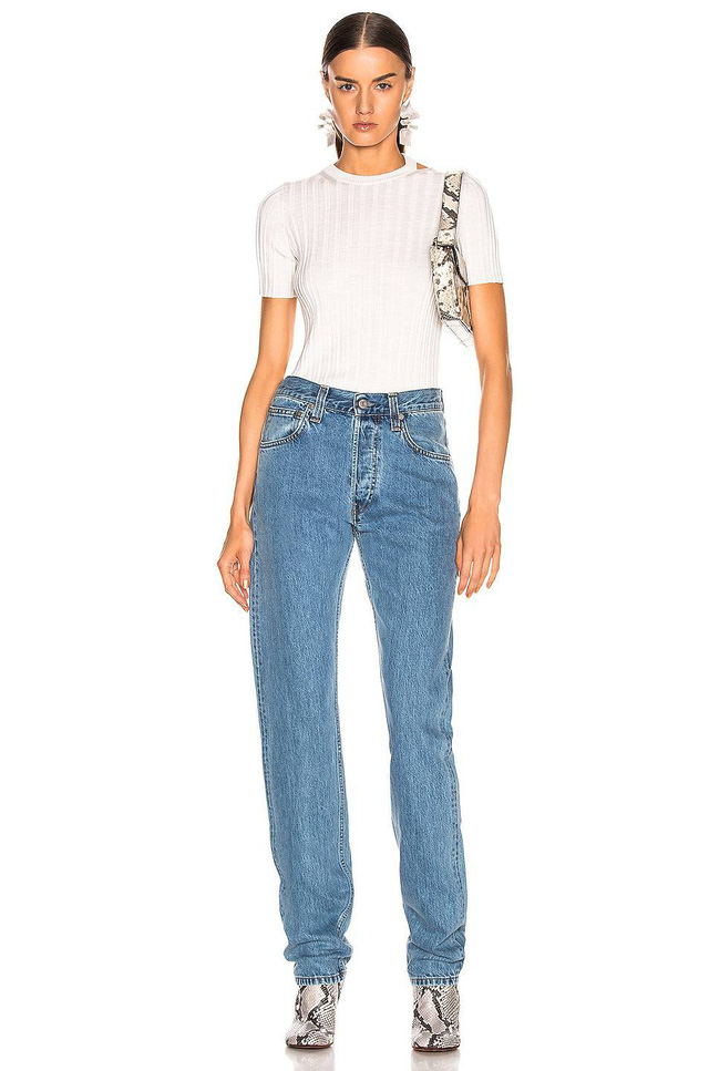 3 kiểu quần jeans được dự báo sẽ cực thịnh hành trong mùa hè này, chị em hãy nhớ 'bắt trend' ngay - Ảnh 1