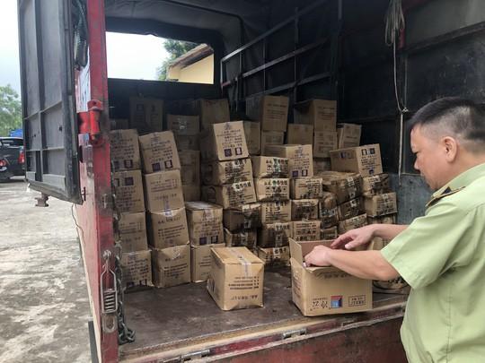 Bắt giữ 8.000 que kem Trung Quốc nhập lậu - Ảnh 1