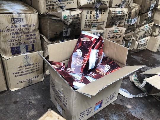 Bắt giữ 8.000 que kem Trung Quốc nhập lậu - Ảnh 2
