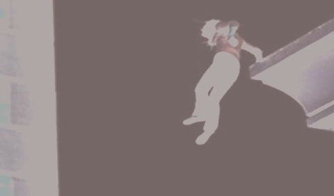 Bàng hoàng: Vợ treo cổ tự tử, chồng bất ngờ nhảy lầu ngay trong đám tang ở Thái Bình - Ảnh 1