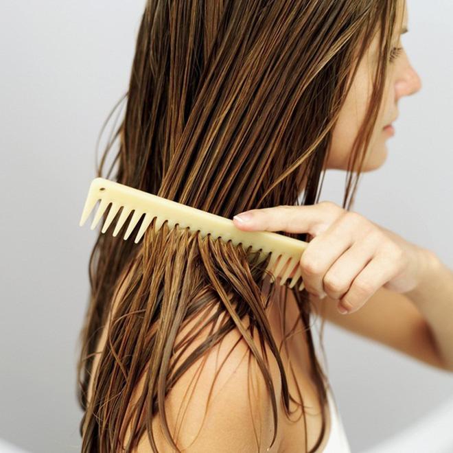 Đây chính là những sai lầm thường gặp khiến mái tóc của bạn ngày càng yếu dần - Ảnh 5