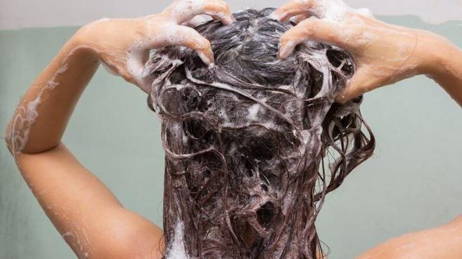 Đây chính là những sai lầm thường gặp khiến mái tóc của bạn ngày càng yếu dần - Ảnh 6