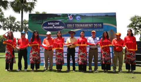 Tưng bừng giải Golf Báo chí và Doanh nghiệp 2019 mừng ngày Báo chí Cách mạng Việt Nam - Ảnh 1